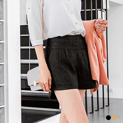 純色毛呢感打摺設計短褲.2色