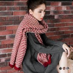 【特價款】 雙面格紋幾何造型織紋抽鬚圍巾.3色