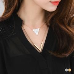 大理石紋三角X金屬V字層次項鍊.2色