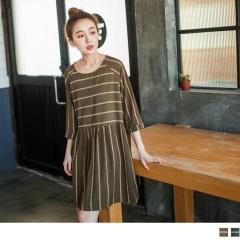 0327新品 復古格紋橫線印花抓皺造型傘襬寬鬆洋裝.2色