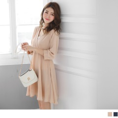 素色交衩領七分袖傘襬洋裝.2色