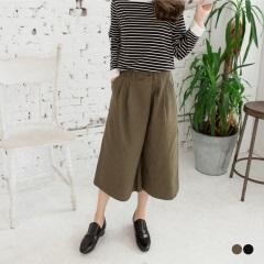 素色打摺造型開釦棉感七分寬褲.2色