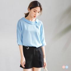 素色襯衫領排釦剪裁造型七分袖上衣.2色