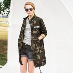 迷彩字母印花反褶袖配色立領長版寬鬆外套