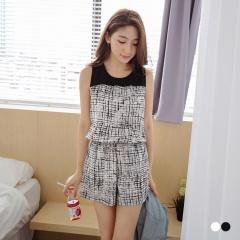 0727新品 時尚OL~黑白雜訊感後拉鍊造型連身短褲.2色