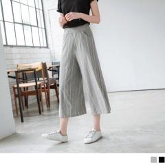 台灣製造.腰圍鬆緊直條織紋休閒七分寬褲.2色