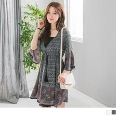 0505新品 V領露背綁帶縮腰流蘇抽繩圖騰印花洋裝.2色