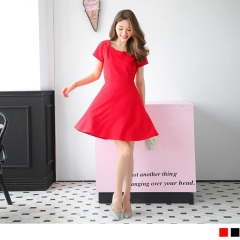 素色挺版彈性花瓣領口設計短袖洋裝.2色