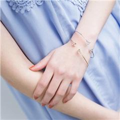 0420新品 仿鑽點綴鏤空三角錐金屬細手環(2色一組)