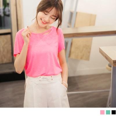 0628新品 領口鏤空造型花紗質感彈性柔料弧襬T恤.3色
