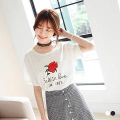 0525新品 台灣製造.玫瑰英文拼字燙印高含棉上衣.2色