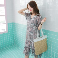 0803新品 滿版歐式風格印花綴V領拼接魚尾裙襬洋裝.2色