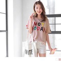 0524新品 英文拼字綴多彩緞帶袖口造型高含棉上衣.2色