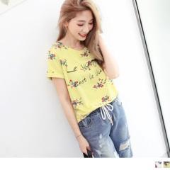 0613新品 浪漫花朵綴英文草寫圖案上衣.2色