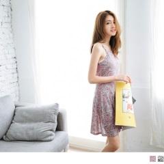 0525新品 滿版印花收腰傘襬剪裁削肩設計細肩帶洋裝.2色