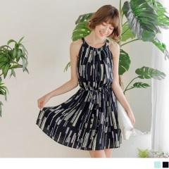 0620新品 不規則跳色直條紋雙口袋無袖後釦式洋裝.2色