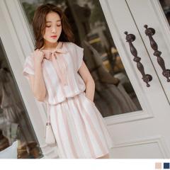 0623新品 配色直條紋V領口腰圍鬆緊綴蝴蝶結綁帶連袖洋裝.2色