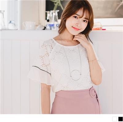 0616新品 浪漫甜美雕花蕾絲拼雪紡透膚荷葉袖後領珍珠釦上衣.2色