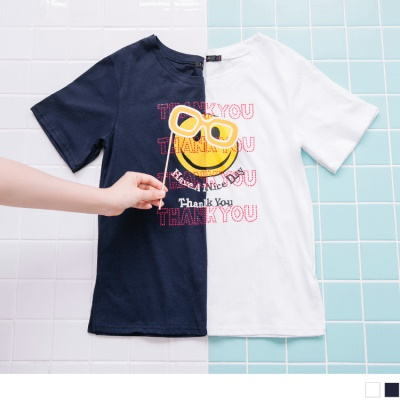 0707新品 字母珠飾點綴笑臉燙印棉質T恤.2色