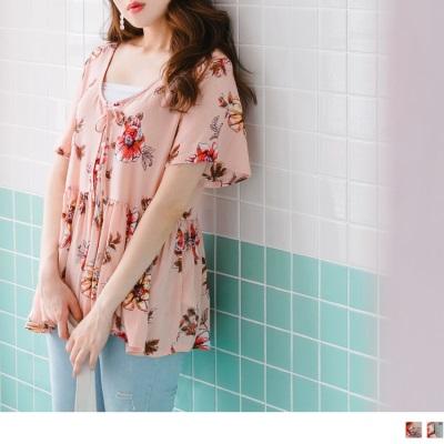 0626新品 花朵印花胸前排釦後背鏤空前後綁帶拼下襬抓皺上衣.2色
