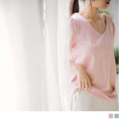 【周末限定♥現折100】質感純色緞面V領口抓皺袖造型上衣.2色