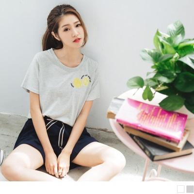 0706新品 質感純色檸檬綴英文拼字刺繡圖案上衣.2色