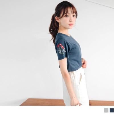 0728新品 台灣製造.素色高含棉質感花朵刺繡綴袖圓領上衣.2色
