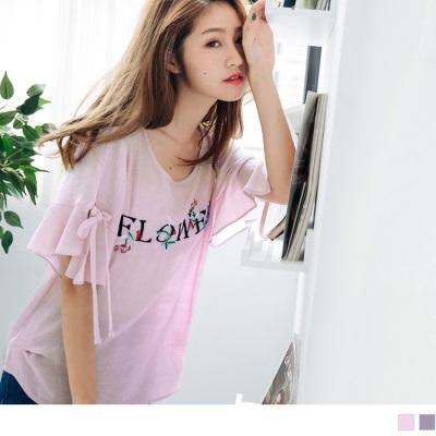 0706新品 英文字綴花朵刺繡圖案荷葉綁帶挖洞袖造型細皺上衣.2色