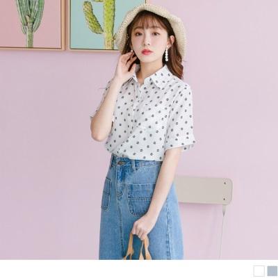 0704新品 知性胸前排釦拼接口袋花朵印花前短後長襯衫上衣.2色