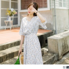 0726新品 滿版碎花V領喇叭袖縮腰綁帶百褶裙襬雪紡長洋裝.2色