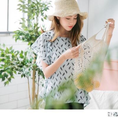0728新品 滿版羽毛印花壓皺質感立體荷葉點綴傘袖上衣.2色