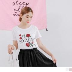 玫瑰花朵綴英文拼字燙印亮片造型高含棉上衣.2色