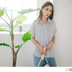 0802新品 單口袋造型反摺袖前短後長直條紋襯衫.2色