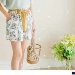 【周末限定♥現折100】附綁帶滿版花朵圖案腰圍鬆緊傘襬短褲.2色