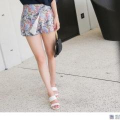 【周末限定♥現折100】滿版繽紛印花後腰鬆緊一片裙造型短褲.2色