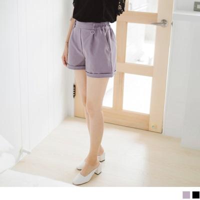 0728新品 鬆緊腰頭綴金屬圓環光澤感純色反摺短褲.2色