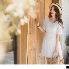 0811新品 質感純色綴布蕾絲美背造型傘襬雪紡洋裝.2色