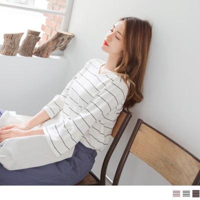 【新品免運】細橫條紋休閒圓弧V領五分喇叭袖上衣.3色