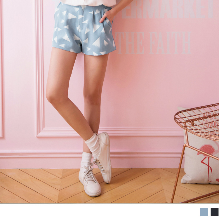 三角几何图形烫印打褶修身短裤