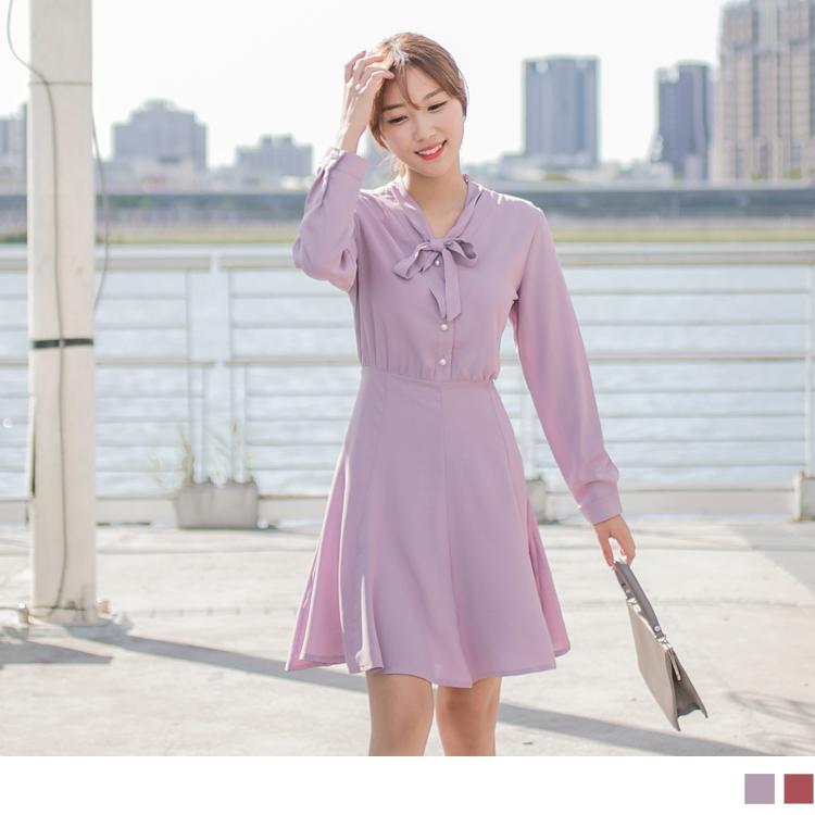 韓劇男友激似款~領綁帶排釦合身傘襬洋裝