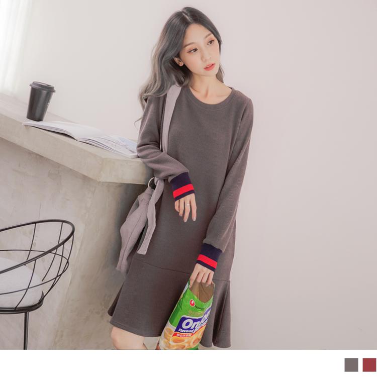 豎壓紋撞色袖荷葉裙襬洋裝