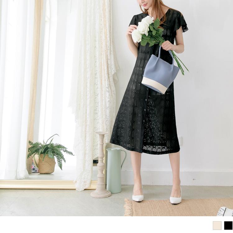 造型鏤空蕾絲雕花荷葉袖V領排釦長版罩衫/上衣
