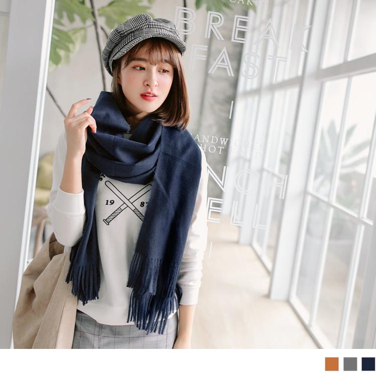 纯色英字布标造型流苏围巾