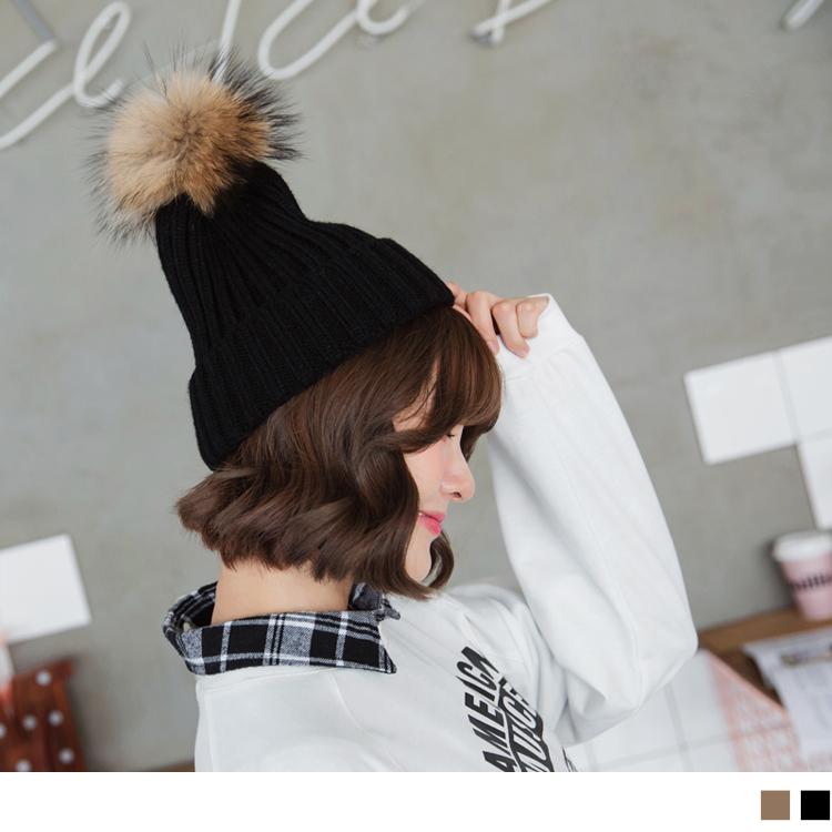 棕毛球球造型针织毛线帽
