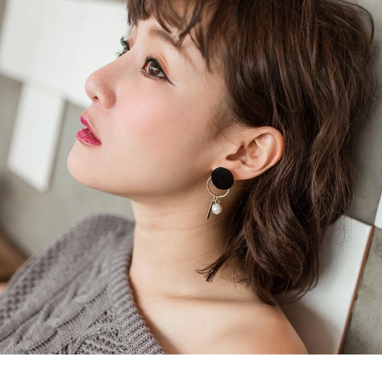 简约黑毛感圆圈设计珍珠耳环