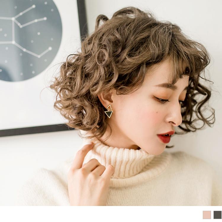 柔色调不规则三角造型耳环