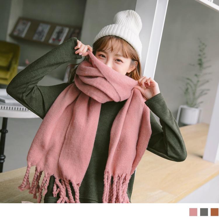 纯色布标造型粗麻花流苏围巾