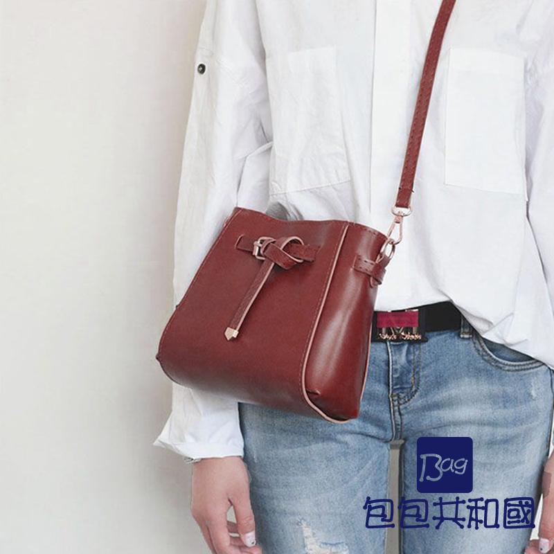 包包共和国-韩版蝴蝶结皮革斜背錬条侧背小方包(B9023)