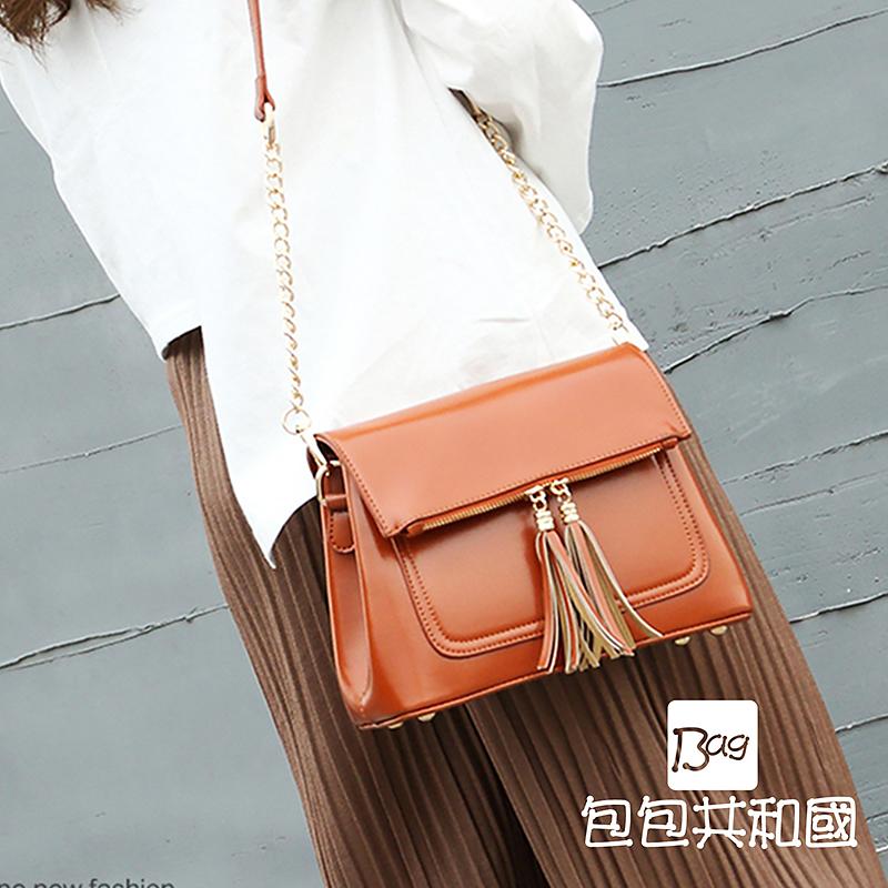 包包共和国-韩版流苏造型皮革斜背錬条侧背小方包(B9025)
