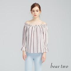 beartwo網路獨家款-清新直紋印花彈性一字領上衣(二色)